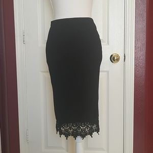 Beautiful lace hemmed skirt Medium